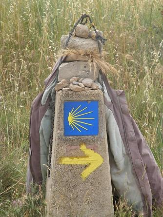 Camino marker before Viana
