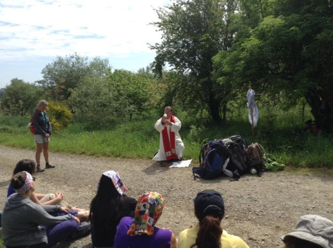 Mass in open countryside before Maronas