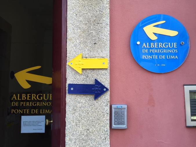 Yellow arrows point to Santiago, blue point to Fatima. Pilgrims walking in both destinations are welcome in all albergues in Portugal.