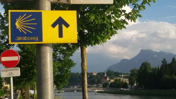 Jakobsweg waymarks along the river, Salzburg