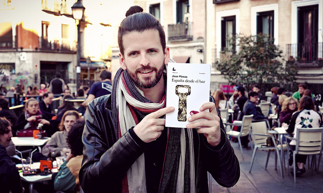 Joan Planas showing off the published book, España desde el bar.  The book was crowdfunded.