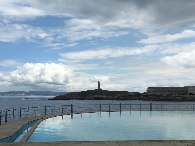 Infinity fountain with a view of Tower of Hercules