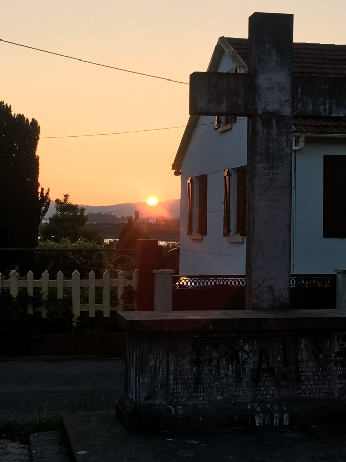 The last glimpse of the sun on Camino Day One