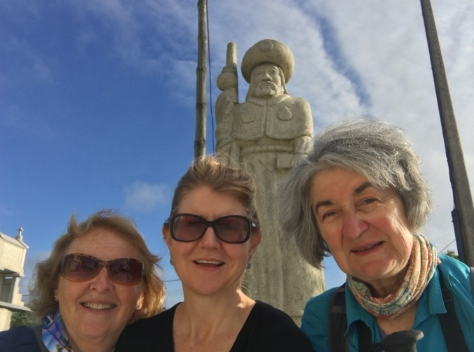I saw Lynn and Annie there so we took a selfie with the giant pilgrim statue behind us.
